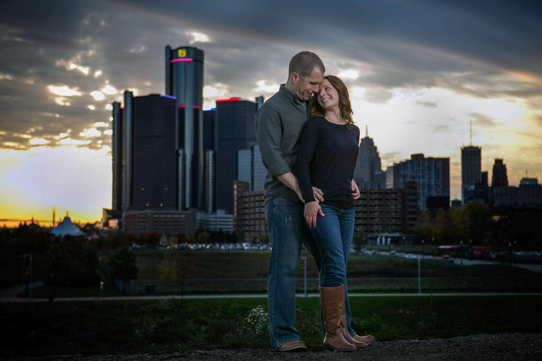 Detroit-engagement-session-photos-detroit-skyline-005