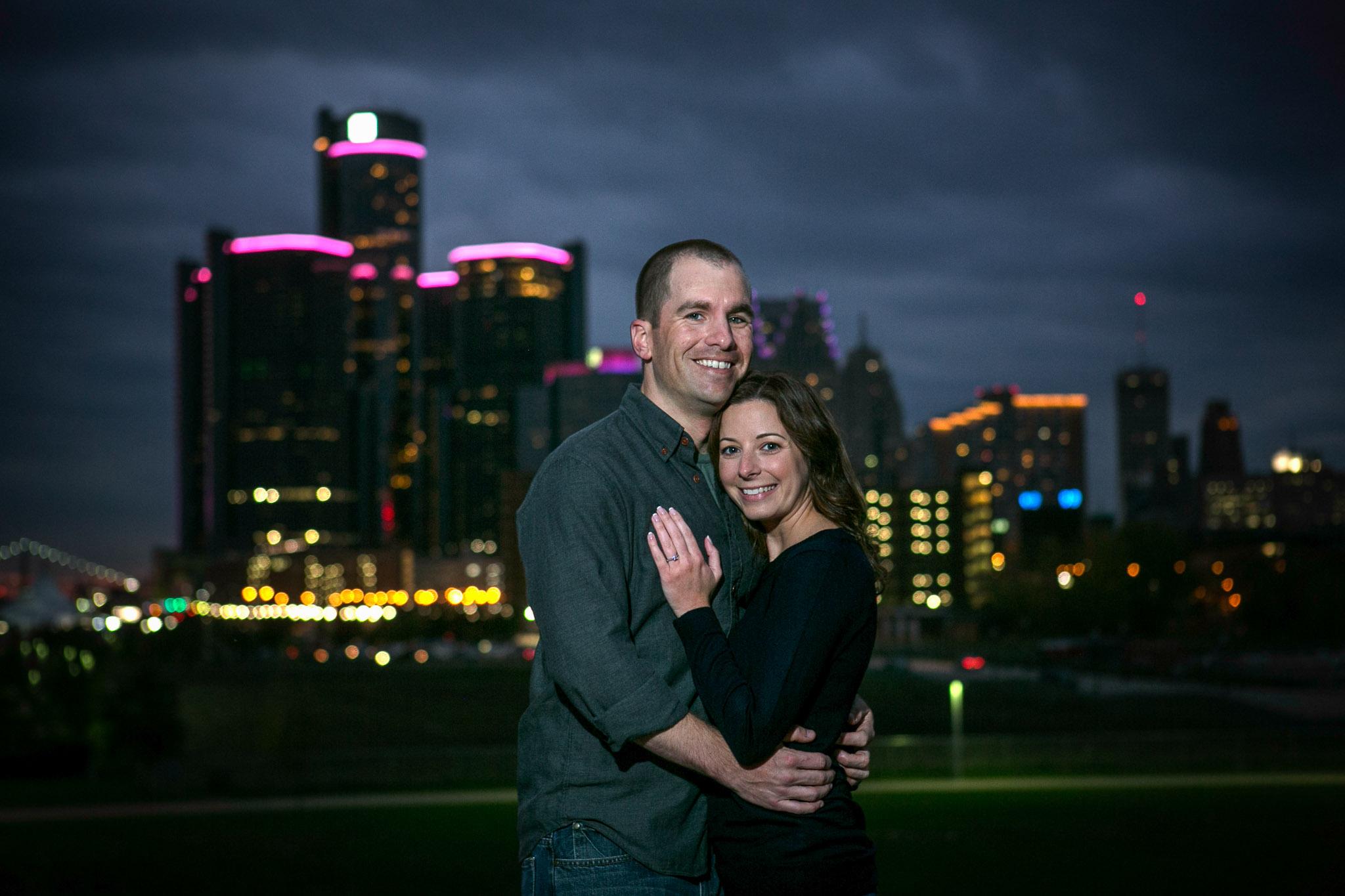 Detroit-engagement-session-photos-detroit-skyline-006