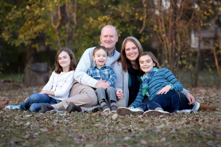 Family photographer Hugh Anderson Photography. Photo in the yard